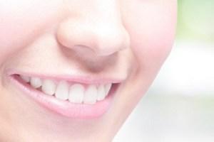 白いきれいな歯の口元